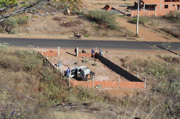SAAE Oeiras implementa sistema independente de água para sanar problema de distribuição no Bairro Bodelândia
