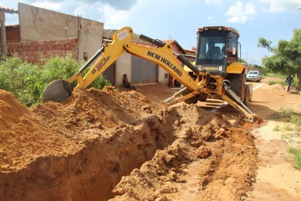 SAAE executa expansão da rede coletora de esgoto no bairro Uberaba em Oeiras